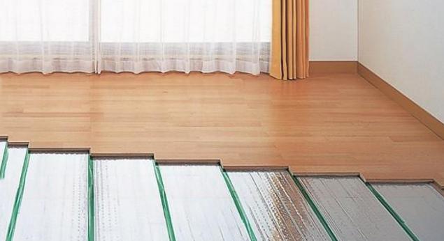 家里装地暖是贴瓷砖还是铺地板?连这个都不知道,工人不坑你坑谁